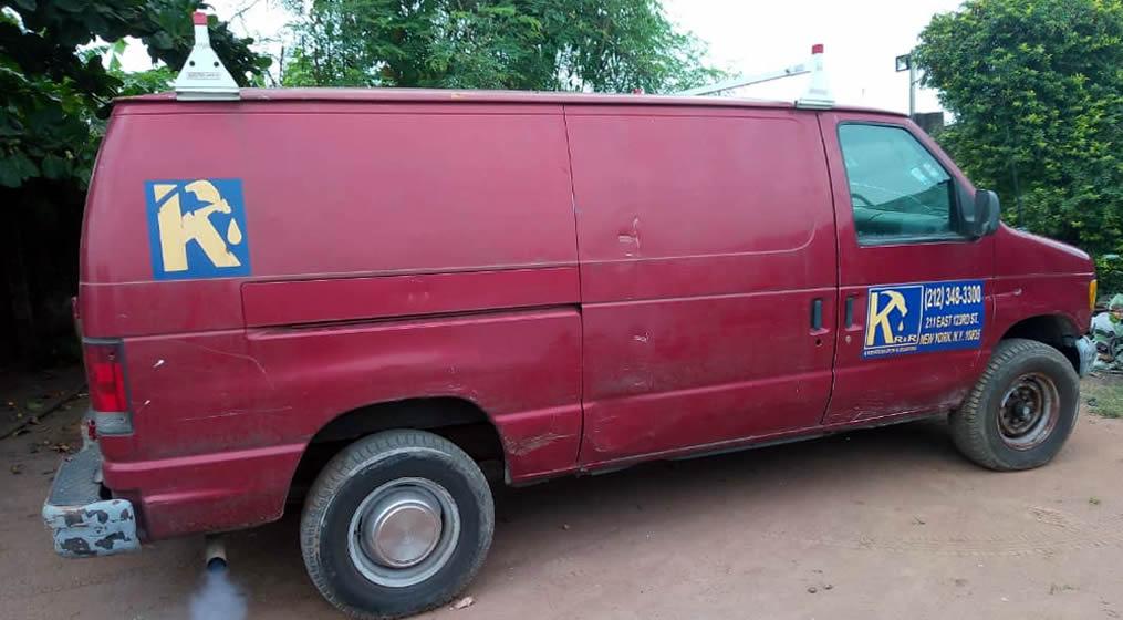 1.2002 FORD ECONOLINE E250